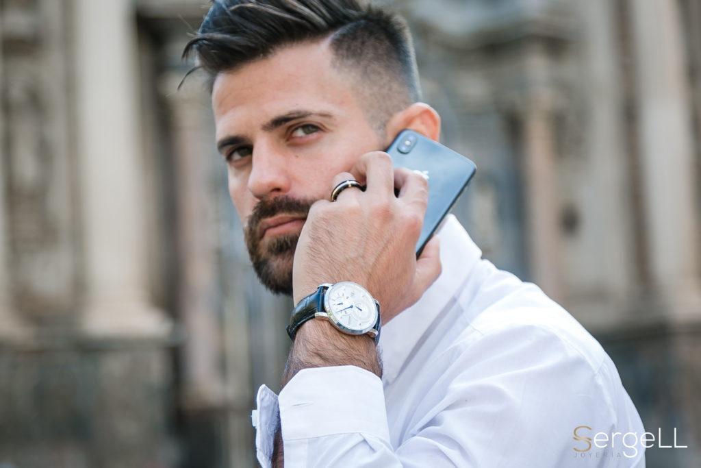 Aquí hablamos de joyería para hombre cómo usarla. Este es el blog de SergeLL, donde damos consejos sobre estilo masculino, bien sea sobre anillos para hombre u otras joyas. Ofrecemos asesoramiento de imagen para hombres. Personal shopper online